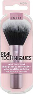 Real Techniques – Mini pinceau de maquillage polyvalent format voyage pour blush, poudre de soleil et enlumineur (l'emballage et la couleur du manche peuvent différer)